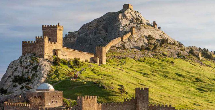 Вид на Судакскую крепость - Майские праздники в Крыму  (для групп от 6 чел)